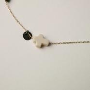 Bracelet croix blanche paillettes