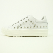 Sneaker blanche clous